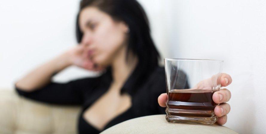 Женщина и алкоголь, воз, сексизм, женщина, вред алкоголя, употребление алкоголя, детородный возраст, алкоголизм