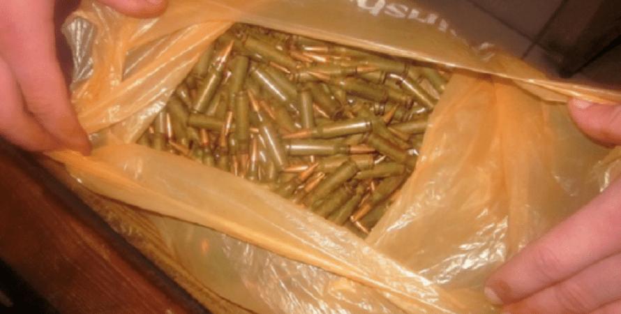 а метро «Вокзальная» в Киеве у военного изъяли гранаты и более 300 патронов / kyiv.mvs.gov.ua