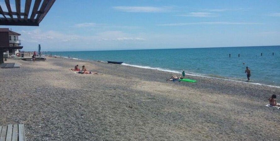 Крымский пляж / Фото: crimeaguide.com