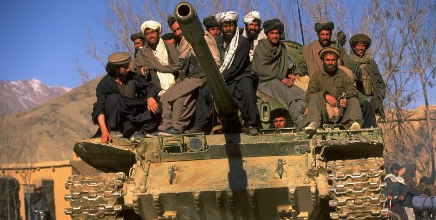 Бойцы движения Талибан на танке