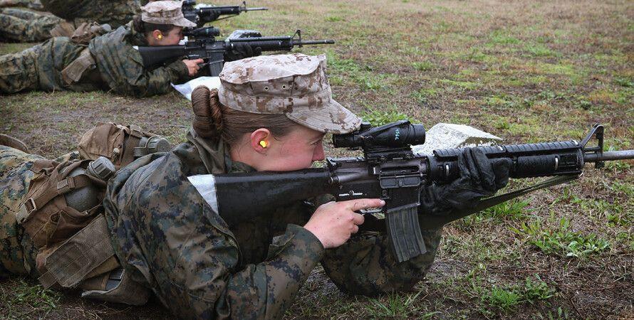 Армія США, Жінки-військовослужбовці, фарбувати губи, фарбувати нігті, косички, волосся
