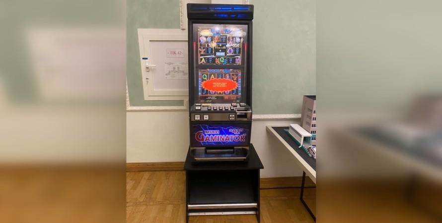 Ігровий автомат, офіс президента, банкова