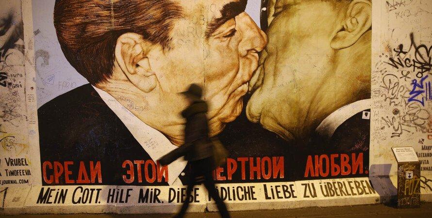 Берлинская стена, железный занавес, Дмитрий Врубель Поцелуй, граффити, Восточный Берлин