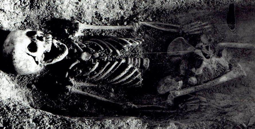 скелет, могила, девочка, фото