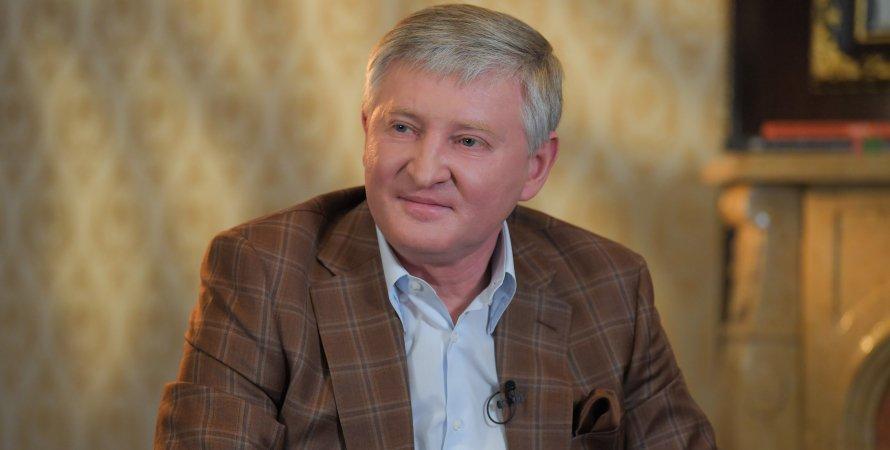 Ринат Ахметов, Роберто Де Дзербі