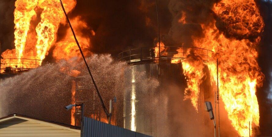 """Пожар на нефтебазе """"БРСМ-Нафта"""" / Фото: Facebook.com/Zoreslavko, ГСЧС"""