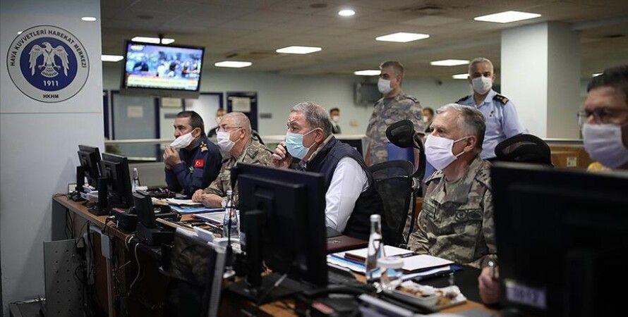 Центр оперативного управления ВВС Турции во время атаки на курдов. Фото: АА