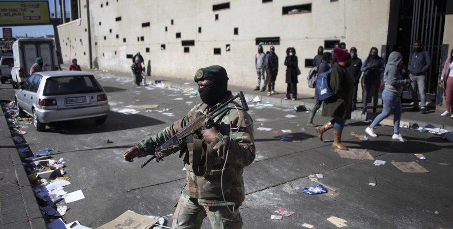 в ПАР залучать армію