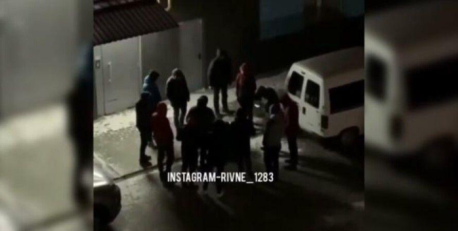 Таксисты, Ровно, избиение пассажира, отказался платить, видео