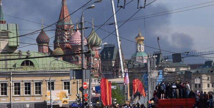 Дым от пожара виден на Красной площади