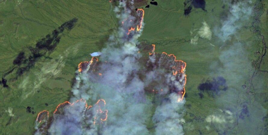 Два арктических пожара возле замерзшей воды в Сибири. Фото: Copernicus EU
