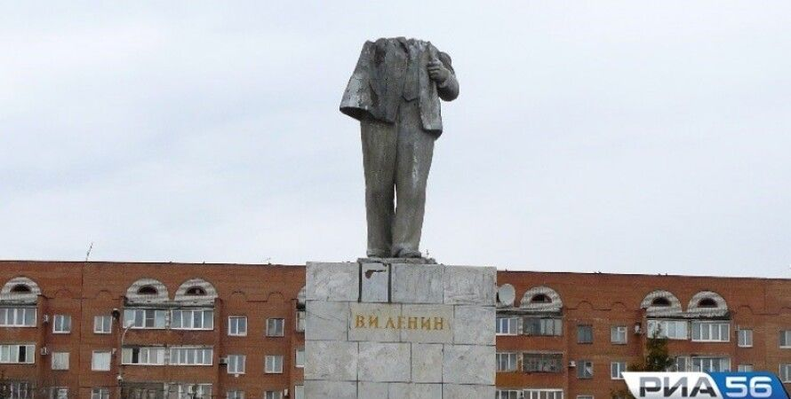Разрушенный памятник Ленина / Фото: РИА 56