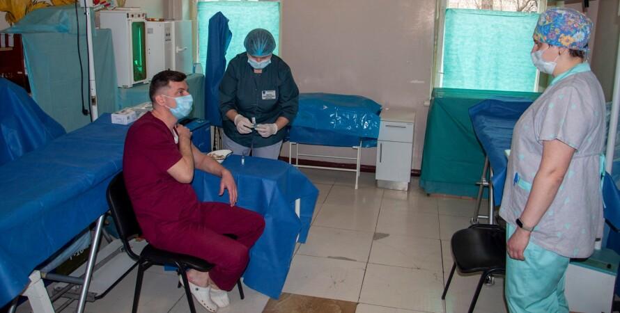 вакцинація, ООС, військовослужбовці, коронавірус, медики, щеплення, пандемія коронавірусу в Україні