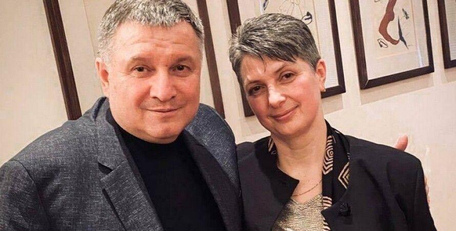 Арсен Аваков  с мамой нацгвардейца/Фото: mvs.gov.ua