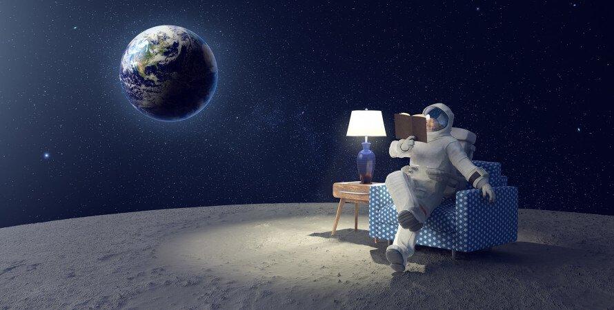 астронавт, космонавт, читання в космосі