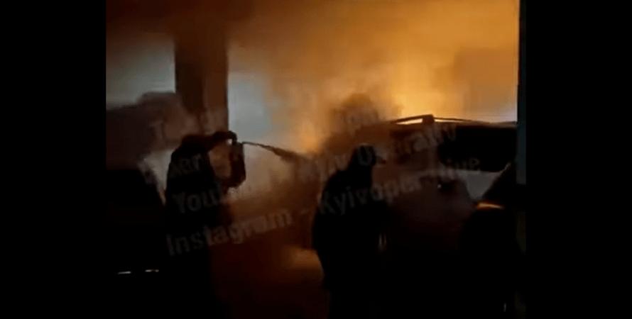 пожежа, підпал, ТЦ Silver Breeze, загоряння, парковка, авто, машина, силвер бриз, евакуація