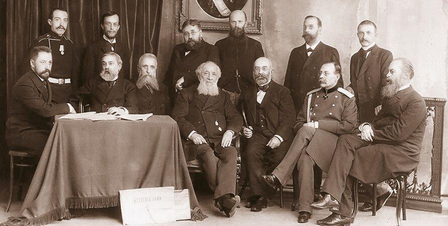 Комиссия переписи населения 1897 года. В центре счастливый Тян-Шанский