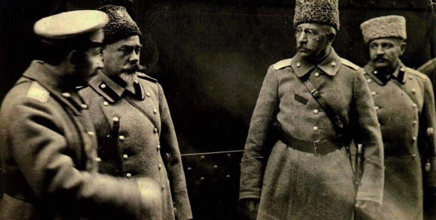Генерал Антон Деникин (второй слева) / Фото: topwar.ru