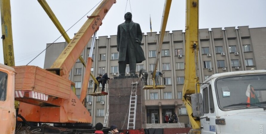 Снос памятника в Измаиле / Фото: dumskaya.net