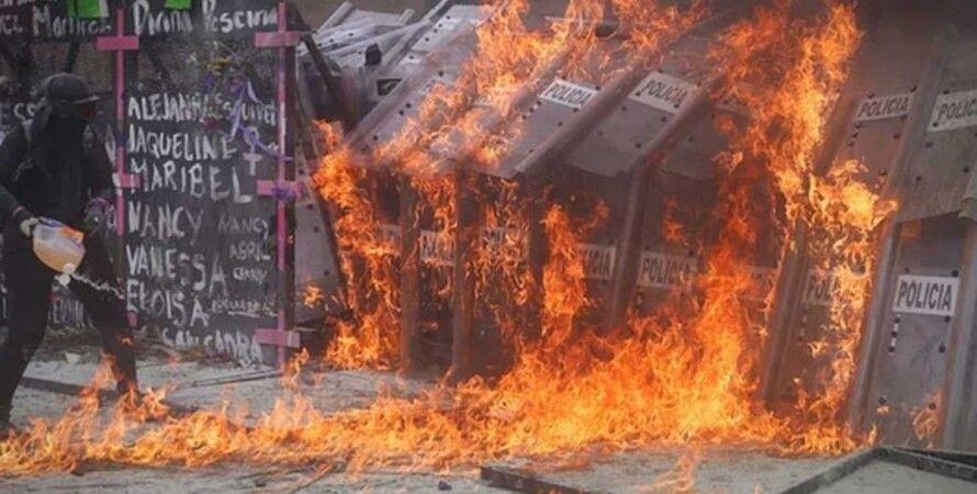 Мексика, феминистки, протест, полицейские, поджог, пострадавшие