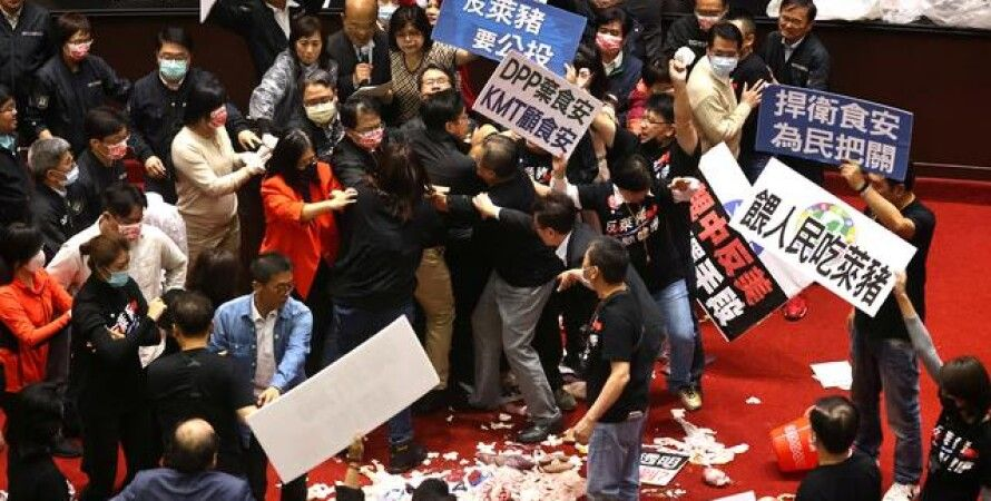 Тайвань, США, депутаты, забросали потрохами, рактопамин