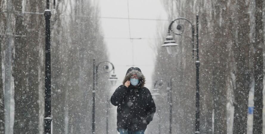 коронавірус, Україна, зима, людина в масці