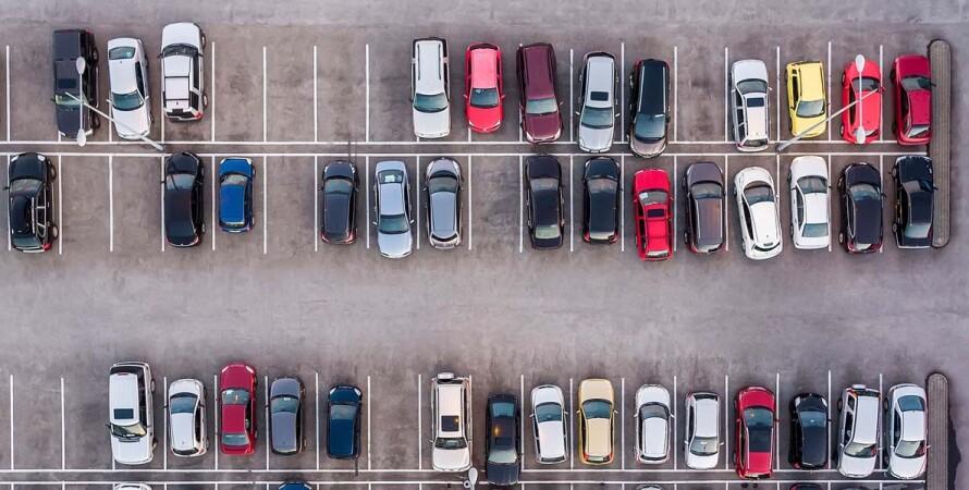 парковка, автомобили, дефицит парковочных мест, комментарий Максима Бахматова