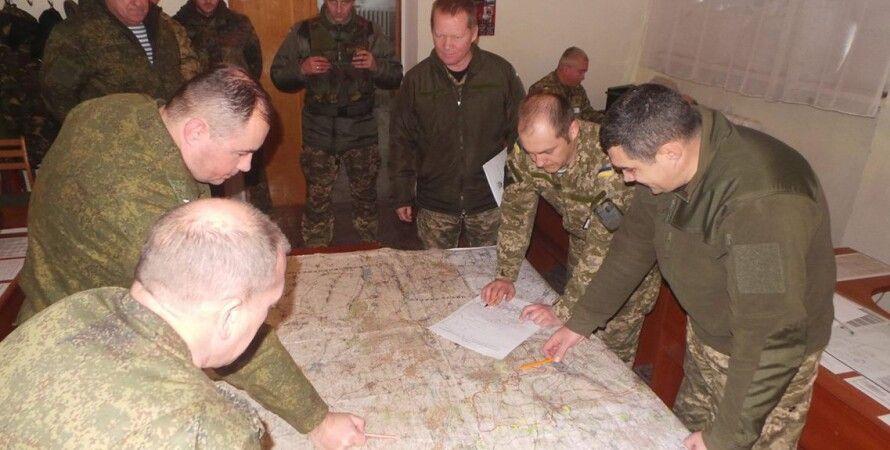 В совместном центре по контролю и координации / Фото: пресс-центр АТО