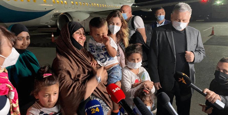 возвращение пленников из сирии