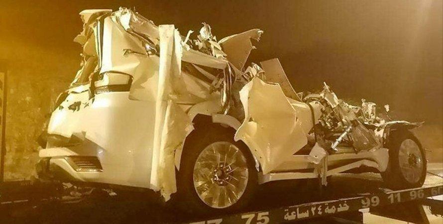 Автовоз с Toyota Land Cruiser 300 попал в аварию