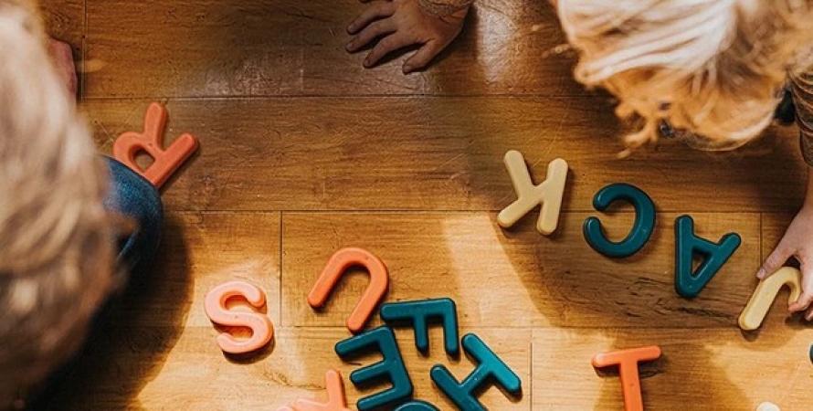 Діти складають слова