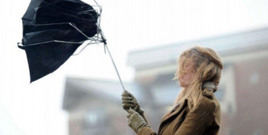 порывы ветра, штормовое предупреждение, прогноз погоды, женщина с зонтом, синоптики