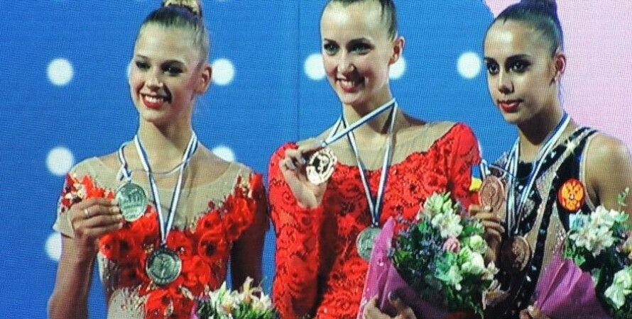 Анна Ризатдинова (в центре) / Facebook Efie Pantazidou