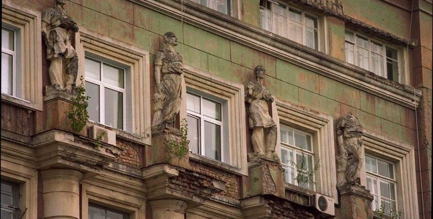 Здание до демонтажа статуй/Фото: facebook.com/camrador