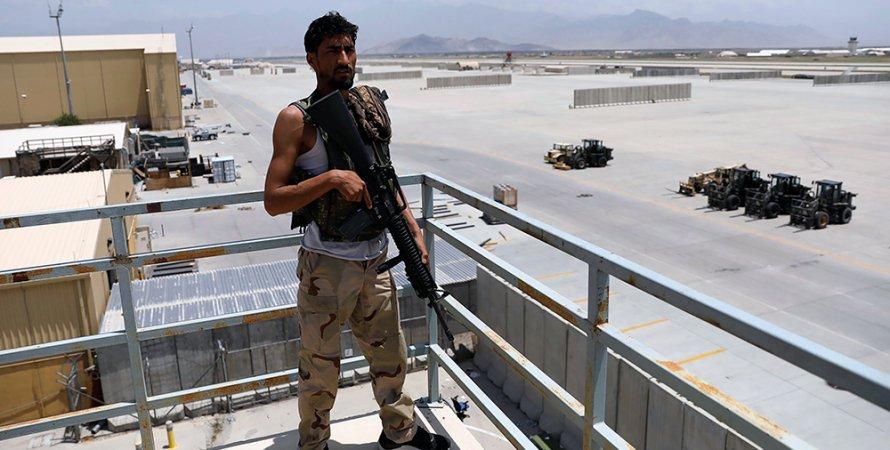 авиабаза баграм, американские военные, мародеры, афганские правительственные войска