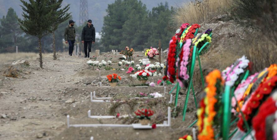 Могилы павших во время нагорно-карабахского конфликта в Степанакерте.