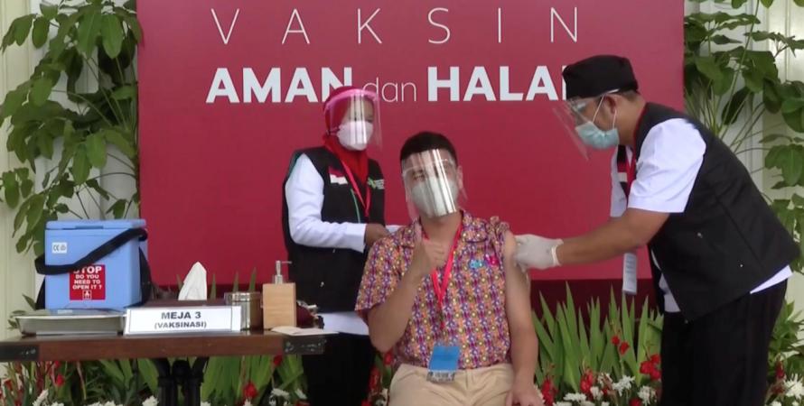 блогер, вакцина, коронавирус, индонезия, китайская вакцина, инфлюенсер, медийная личность