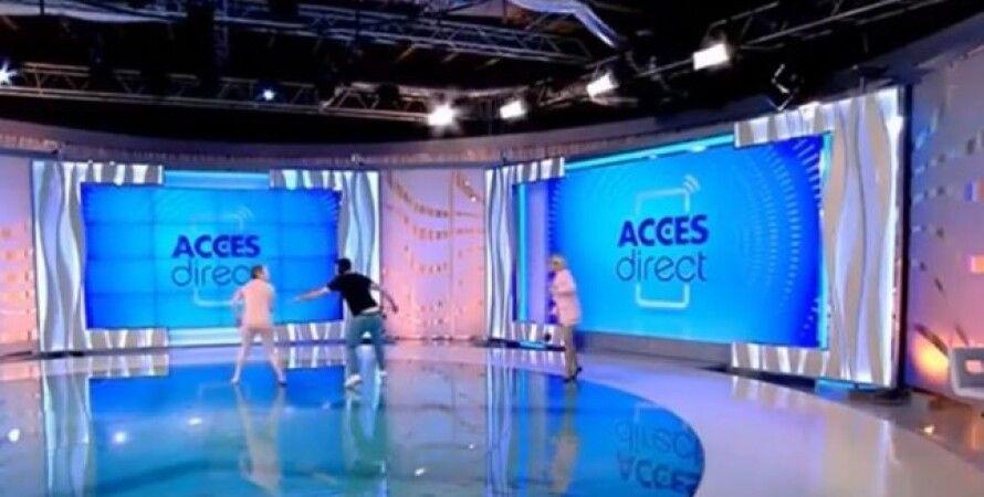 Румунія, жінка, гола, оголена, напала на ведучу, журналіст, прямий ефір, відео, Мірела Вайда