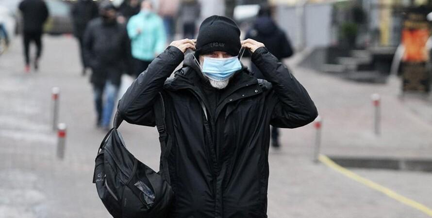 человек в маске, улица