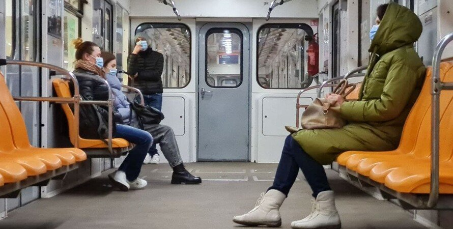 Киев, метро, вагон, подростки, курение,