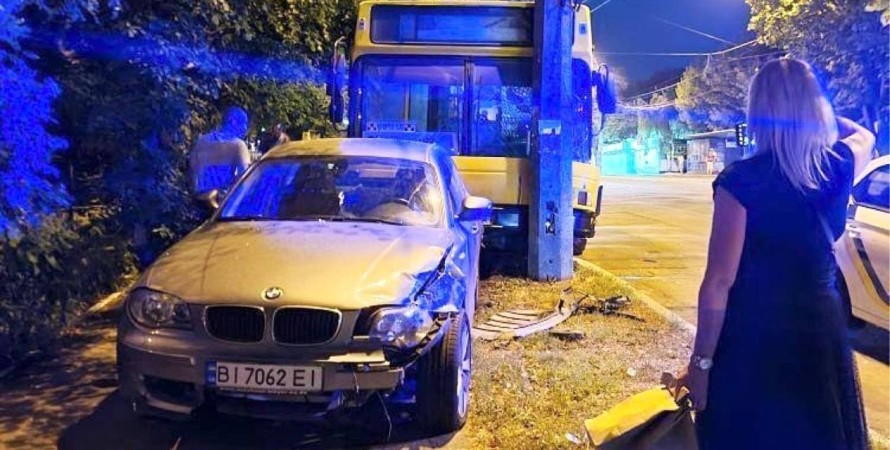 ДТП в Києві, дтп, аварія, київ, кава, водій, маршрутка, легковик, BMW, аварія в києві, відійшов за кавою