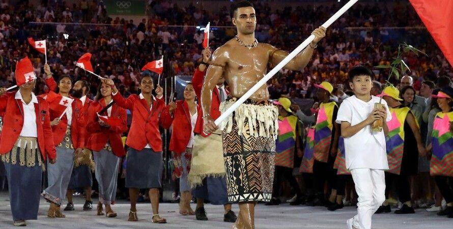 Знаменосец королевства Тонга на Олимпийских играх/Фото: Time