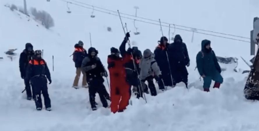 лавина, гірськолижний курорт, сніг