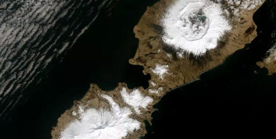 Кальдера шириной 10 км, образовавшаяся после извержения вулкана. Фото: US Geological Survey