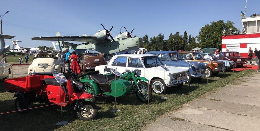 Ретро, ретро авто, ретро мотоцикли, літаки, Музей авіації, ОлдКарЛенд, OldCarLand