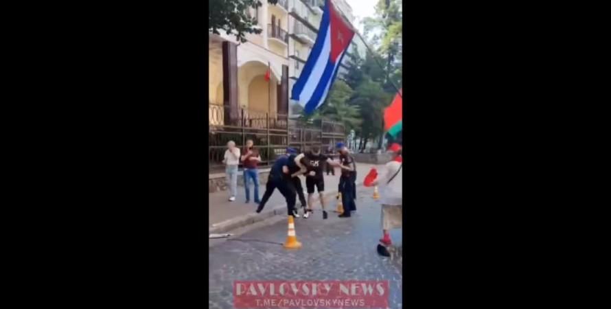 бійка, бійка в Києві, посольство Білорусі в Києві, Білорусь