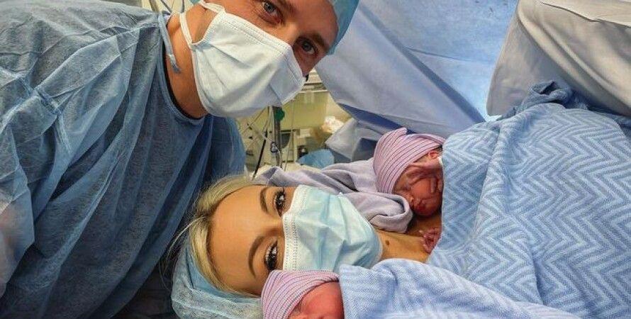 Дочь Криса де Бурга родила близнецов фото
