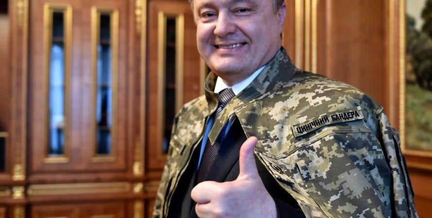 """На мундир Порошенко пришили шеврон """"циничный бандера"""""""