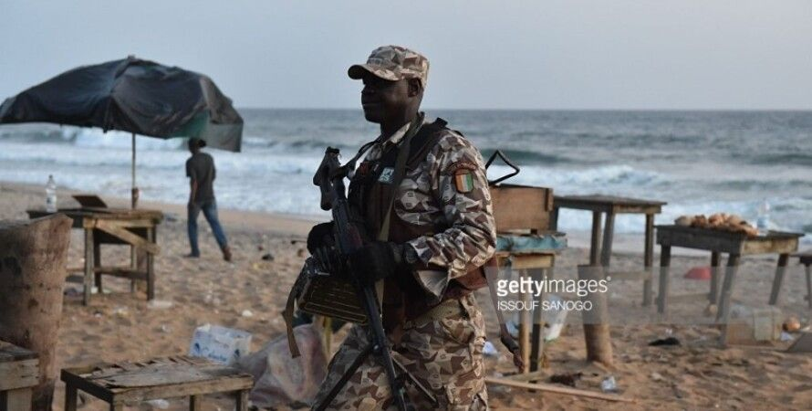 Военные на пляже после теракта / Фото: Getty images