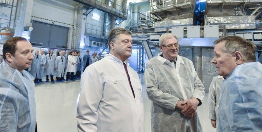 Петр Порошенко и украинские физики / Фото: Пресс-служба президента